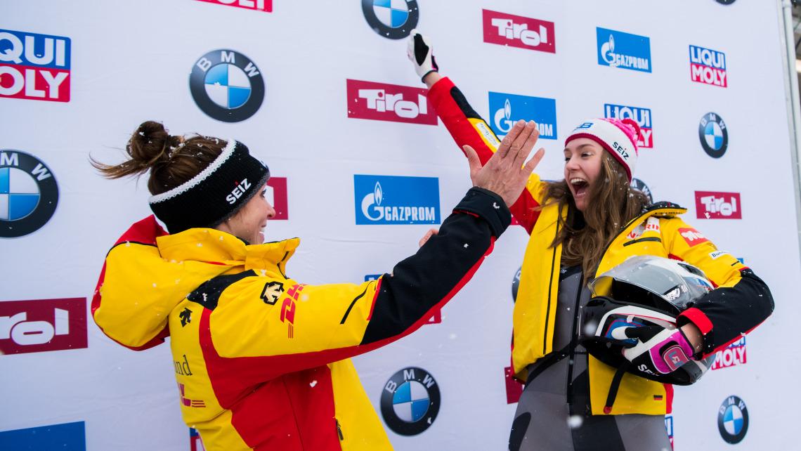 Bei den Bobfahrerinnen Erline Nolte (li.) und Laura Nolte (re.) war die Freude riesengroß. (Foto: Viesturs Lacis)