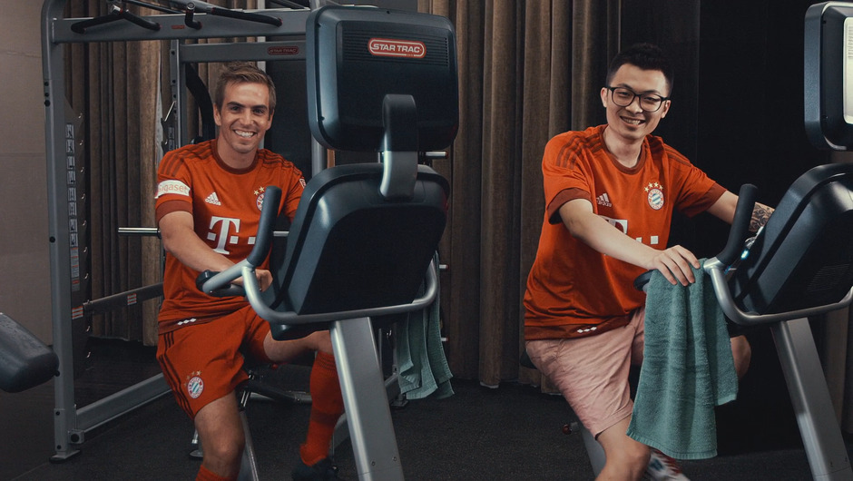FC Bayern on delivery with DHL in China