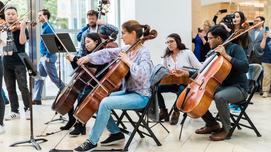 'Freude schöner Götterfunken' Flashmob spielt Beethoven in Boston