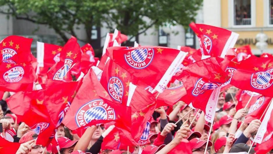 Triumphant FC Bayern Munich raise Bundesliga trophy