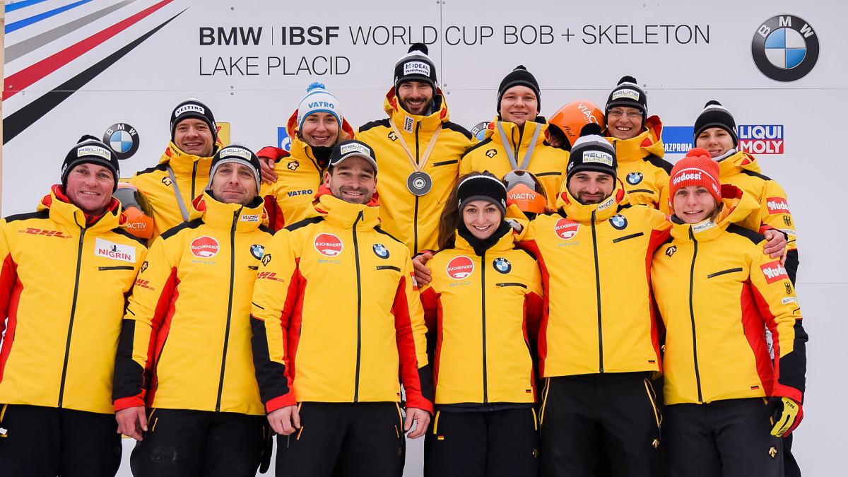 Ein toller Weltcup-Auftakt in Lake Placid für das Skeleton-Team – mit Axel Jungk in der Mitte! (Foto: Viesturs Lacis)