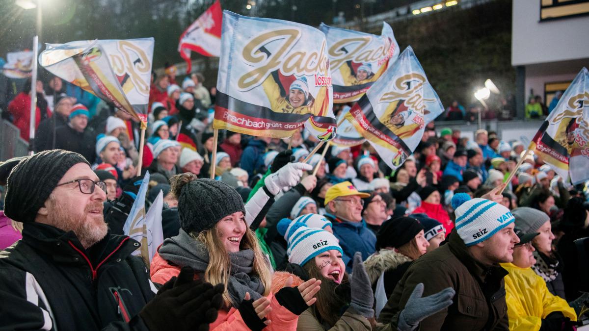 So sieht halt nur ein echtes Heimspiel aus: Am Streckenrand jubeln und fiebern die Fans enthusiastisch mit. In diesem Fall für Skeletoni Jacqueline Lölling. (Foto: Viesturs Lacis)