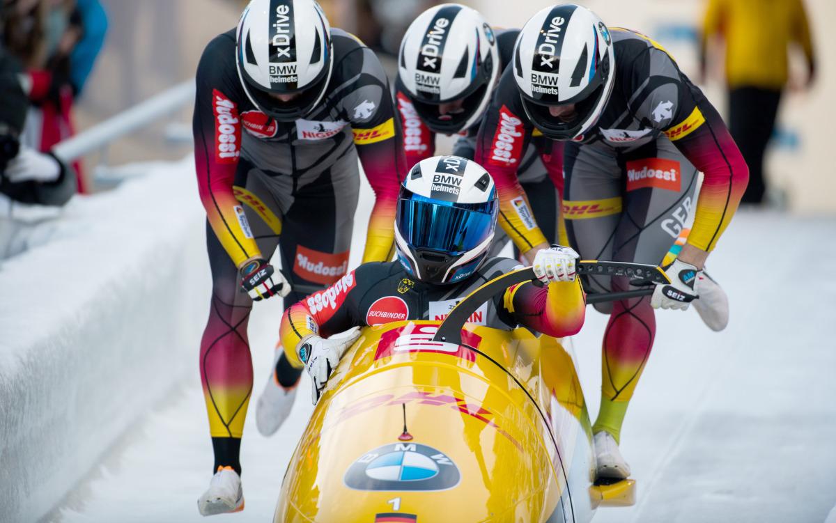 4er-Bobteam Francesco Friedrich beim Anschieben in Innsbruck-Igls. (Foto: Viesturs Lacis)