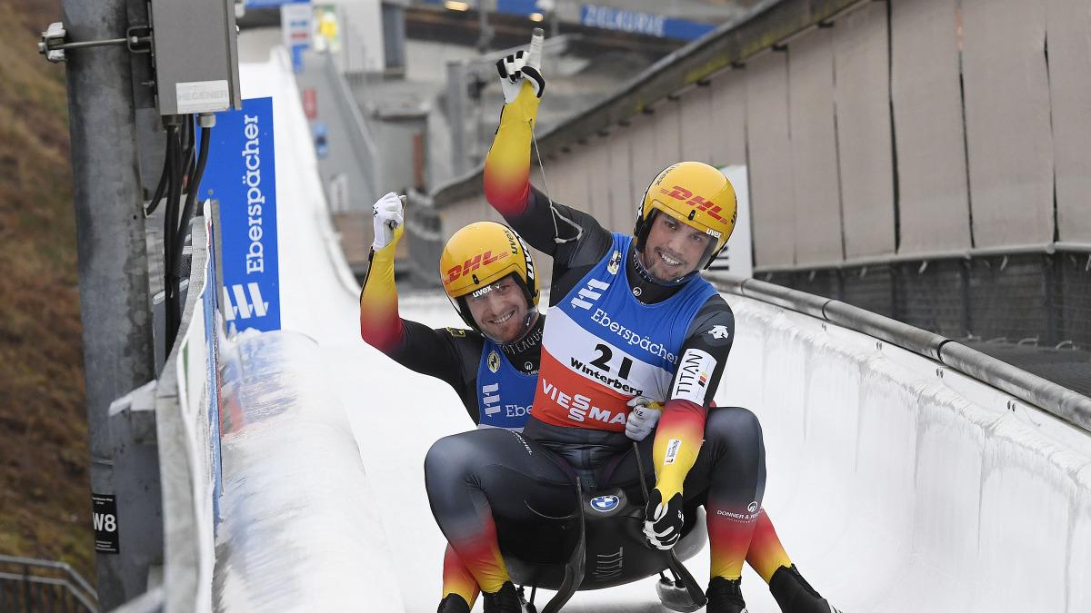 Trotz wechselnder Eisbedingungen in der Bahn kamen die vierfachen Olympiasieger Wendl/Arlt mit vier Hundertstel schneller ins Ziel als die Kontrahenten und freuen sich über ersten Weltcupsieg in dieser Saison! (Foto: Dietmar Reker)