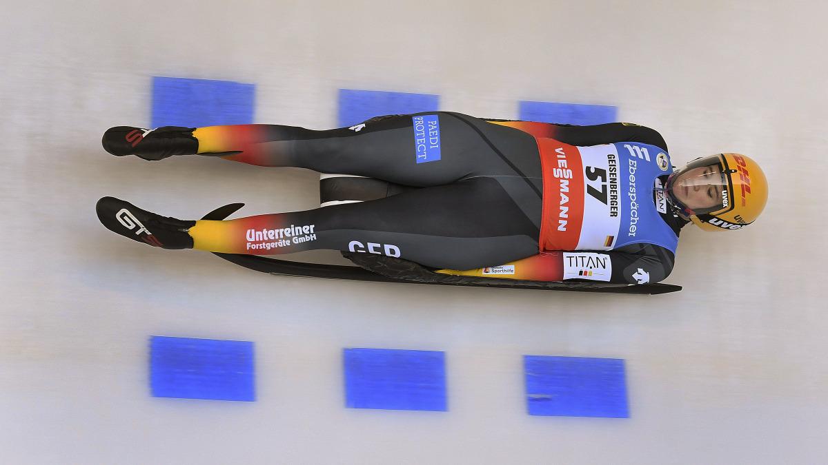 Nach einem leicht verhaltenen Start sauste Natalie Geisenberger im Sprint durch die Eisarena dann doch auf den wohlverdienten 2. Platz. (Foto: Dietmar Reker)