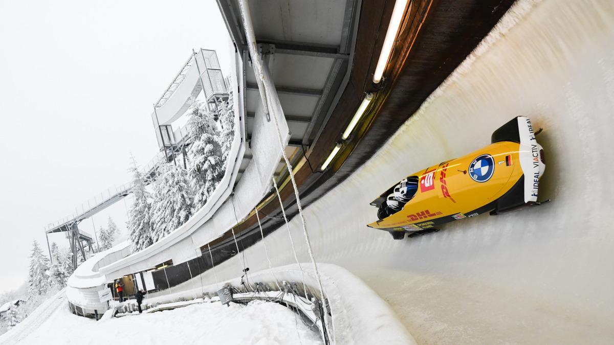 Beim Training im Eiskanal: Titelsammler und Ausnahmepilot Francesco Friedrich liegt mit dem großen Schlitten in der Kurve. (Foto: Viesturs Lacis)