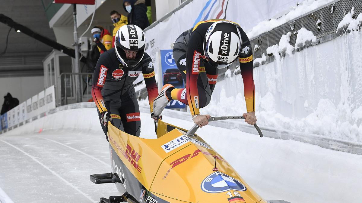 Kim Kalicki beim Sprung in den Rennbob: Dieser Elan brachte ihr und Ann-Christin Strack in Winterberg eine Silbermedaille ein.