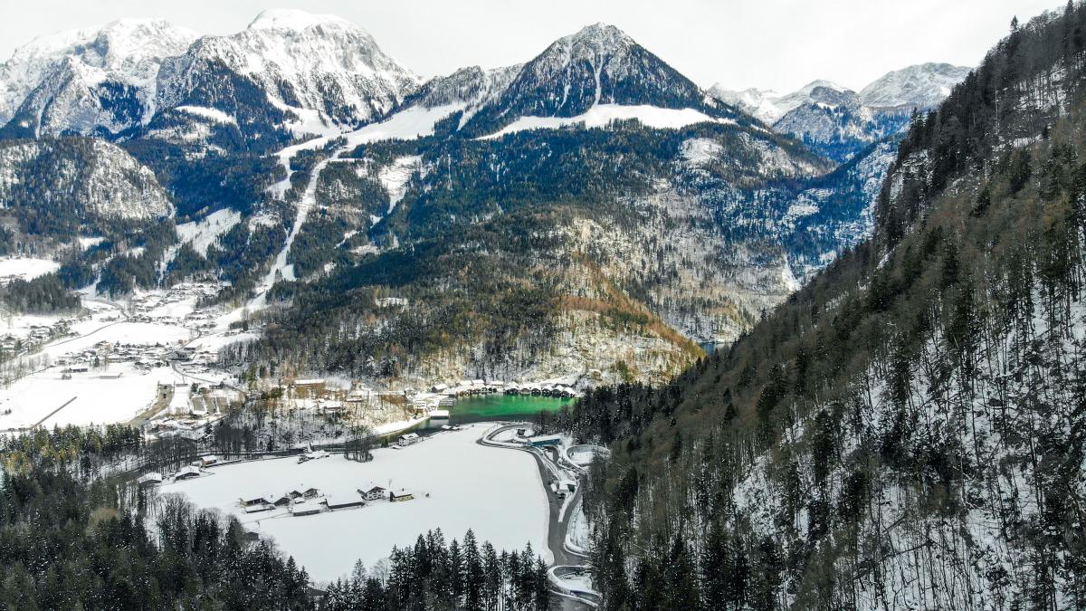Wunderschön gelegen im Berchtesgadener Land: In der schnellen LOTTO Bayern Eisarena finden der Bob- und Skeleton-Weltcup sowie die EM 2021 statt. (Foto: Viesturs Lacis)