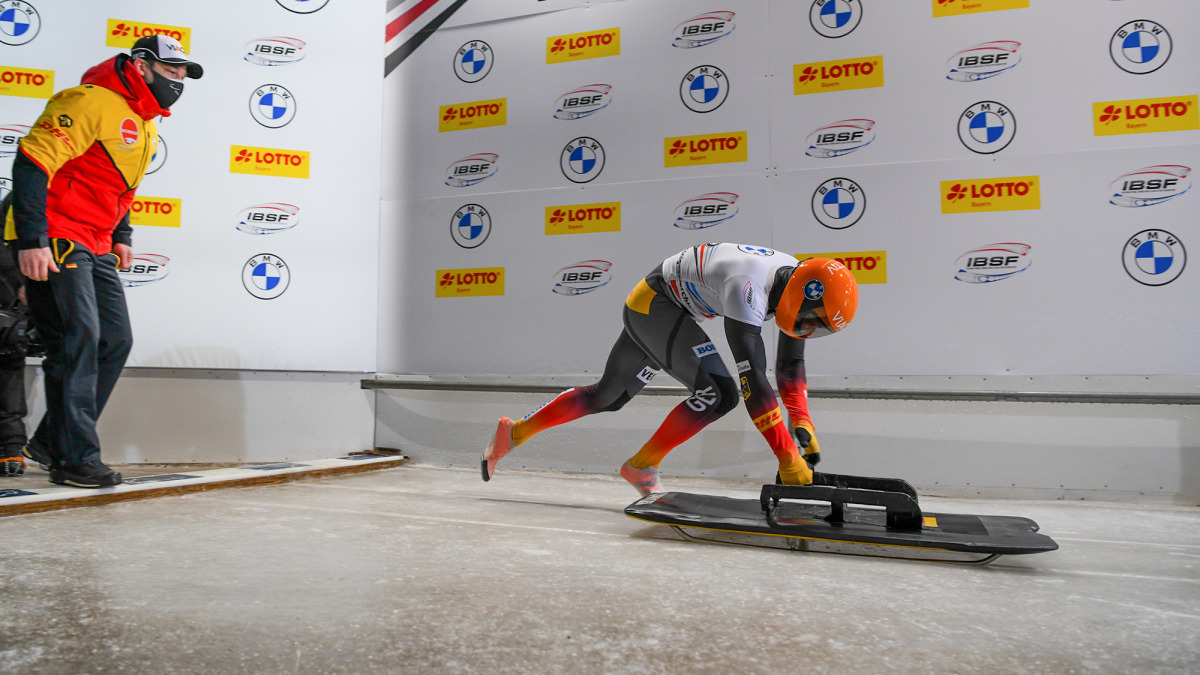 Sein kraftvoller und sauberer Start bescherte Alexander Gassner schließlich 0,04 Sekunden Vorsprung (Foto: Viesturs Lacis).