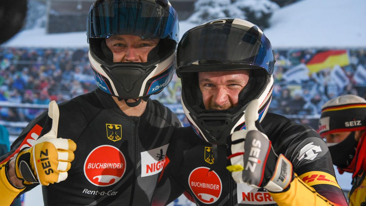 Da freuen sich zwei über WM-Silber: Bobpilot Johannes Lochner (links) und Anschieber Eric Franke. (Foto: Viesturs Lacis)