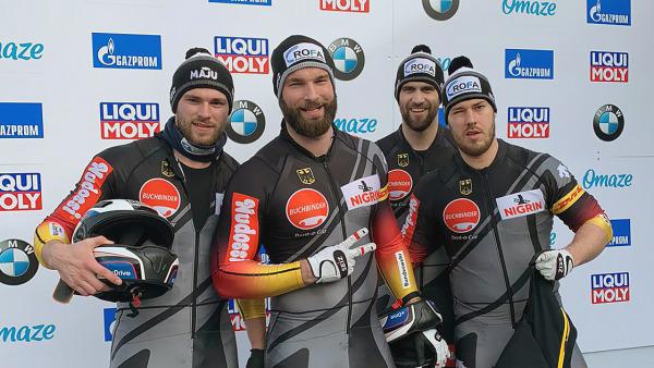 Bärtige Bobfahrer unter sich –von links: Tobias Schneider, Michael Salzer, Pilot Christoph Hafer und Christian Hammers. (Foto: BSD)