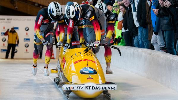 """Starker Start für das Bobteam Johannes Lochner – und ein starkes Ergebnis: """"Hansi"""" fuhr mit seinem Team mit Florian Bauer, Christopher Weber und Christian Rasp auf Platz zwei. (Foto: Viesturs Lacis)"""