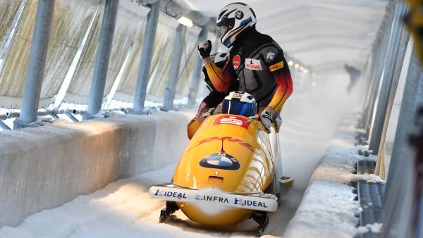 Siegerpose nach einer Top-Zeit im Eiskanal: Auch das 4er-Team um Francesco Friedrich freut sich. (Foto: Viesturs Lacis)