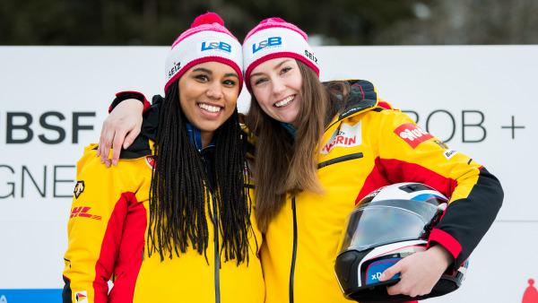 Laura Nolte (re.) sorgte für eine große Überraschung in La Plagne:  Bei ihrem erst zweiten Weltcup fuhr die 21-Jährige mit Anschieberin Deborah Levi zum Sieg. (Foto: Viesturs Lacis)