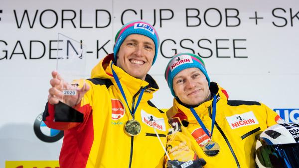 Glücklich über den ersten Platz: Bobpilot Francesco Friedrich (re.) mit Anschieber Thorsten Margis. (Foto: Viesturs Lacis)