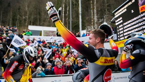 Johannes Lochner strahlt beim heimischen Weltcup. Im großen Schlitten fuhr er auf Platz zwei. (Foto: Viesturs Lacis)