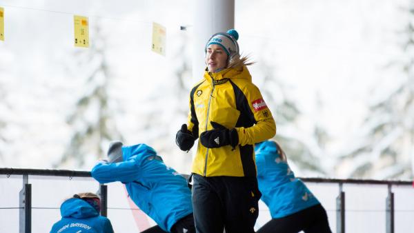 Skeletoni Jacqueline Lölling beim Warmlaufen vor den Weltcup-Rennen – sie holte sich Platz zwei. (Foto: Viesturs Lacis)