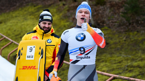 Daumen hoch: Youngster Felix Keisinger schließt die Weltcup-Gesamtwertung als bester Deutscher auf Rang vier ab. (Foto: Viesturs Lacis)