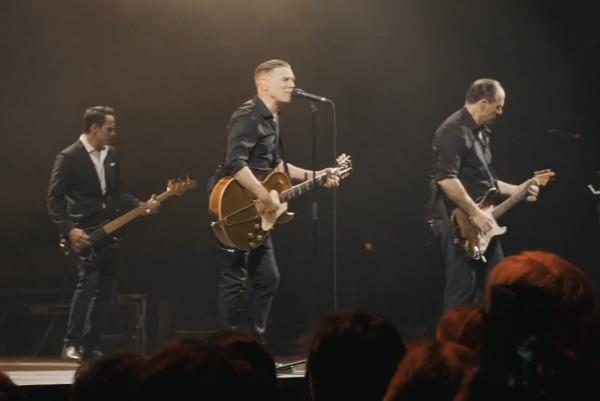 Bryan Adams - Air guitar challenge