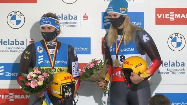 Das ließen sich unsere Damen nicht zweimal sagen: Dajana Eitberger und Natalie Geisenberger belegten bei den Damen ebenfalls die ersten beiden Ränge. (Foto: Sandro Halank)