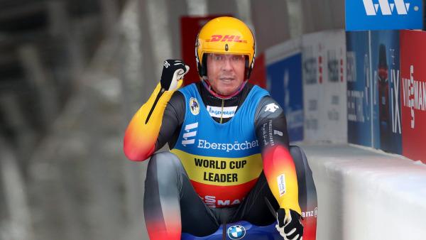 Aller guten Dinge sind drei: Felix Loch bleibt in der Saison 2020/21 bisher ungeschlagen und fährt auch in Oberhof im Einzel der Männer ganz nach oben aufs Siegertreppchen. (Foto: Sandro Halank)