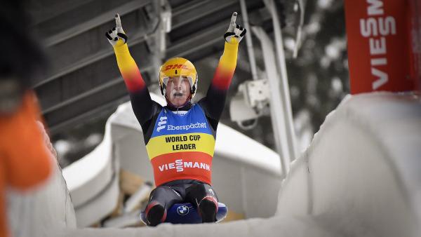 Eine Steilvorlage, die der Überflieger der Saison, Felix Loch dankend aufnahm: Der gebürtige Sonneberger (also Thüringer) holte bei den Herren seinen insgesamt 47. Weltcupsieg. Und dazu gleich auch noch den Bahnrekord. (Foto: Dietmar Reker)