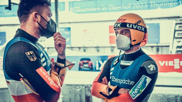 Diskussionsbedarf bei Toni Eggert und Sascha Benecken: Im Doppel stellte sich auf thüringischem Eis nicht der erhoffte Erfolg ein. Das Duo aus Suhl musste sich mit dem undankbaren vierten Platz begnügen. (Foto: ManLV)