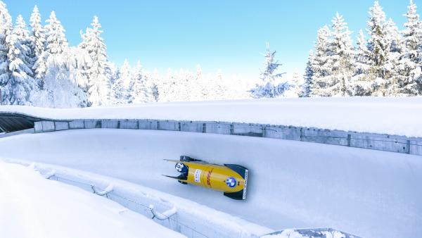 Mit dem Monobob durch den Märchenwald: Tiefster Winter herrschte in Altenberg während des zweiten WM-Wochenendes (Kim Kalicki bei ihrer Fahrt auf Rang 6). (Foto: Viesturs Lacis)