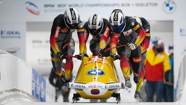 Überlegener Sieg in der Königsdisziplin: Francesco Friedrich und sein Team beim Start zum Viererbob-Showdown im Eiskanal. (Foto: Viesturs Lacis)