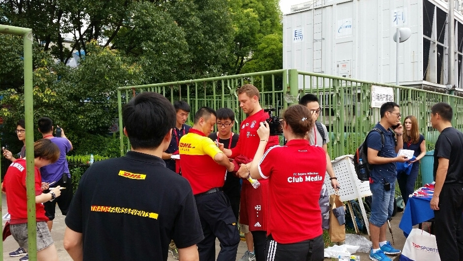 Xu collected autographs from the players - including Manuel Neuer!